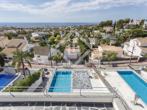 Huis / Villa van 360m² te koop in Vallpineda, Barcelona