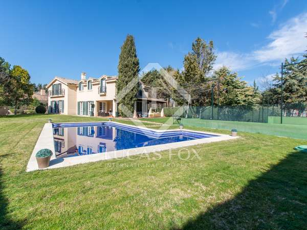 566m² House / Villa with 2,000m² garden for sale in Pozuelo