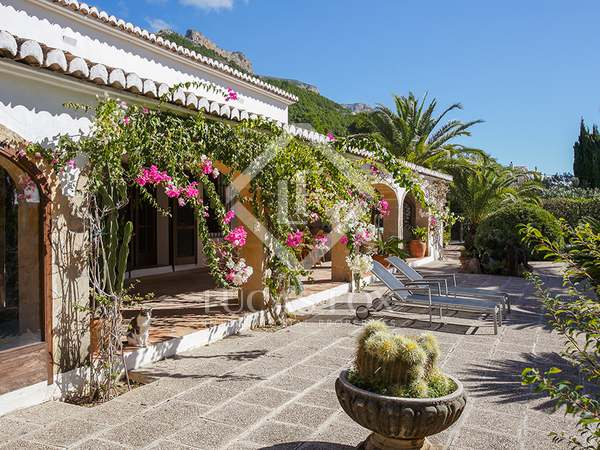333m² House / Villa with 11,700m² garden for sale in Dénia
