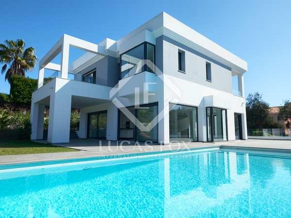 Casa / Vil·la de 379m² en venda a East Marbella