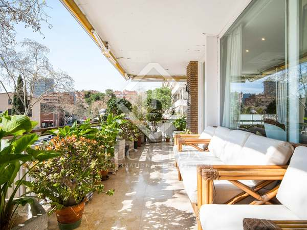 307m² Apartment with 46m² terrace for sale in Turó Park