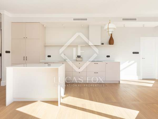 110m² Apartment with 30m² terrace for sale in Eixample Right
