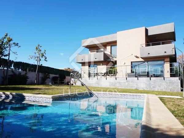 Huis / Villa van 442m² te koop met 200m² Tuin in La Eliana