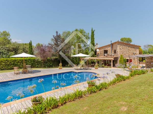 Country property for sale near Girona
