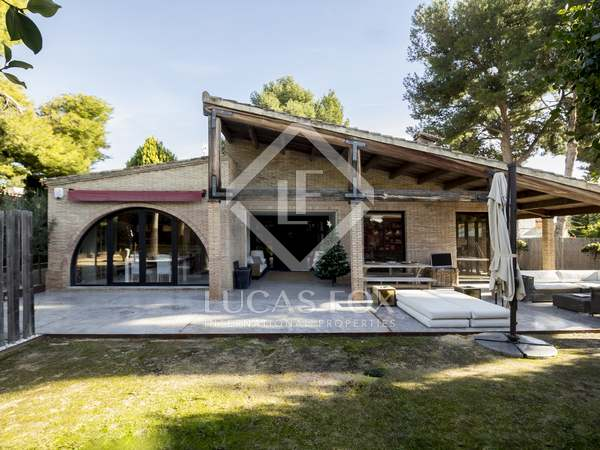337m² House / Villa for sale in Los Monasterios, Valencia