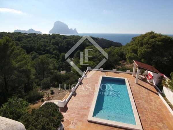 Ibiza villa till salu i Cala Carbo med utsikt över Es Vedra