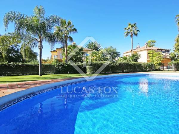 267m² House / Villa with 773m² garden for sale in Nueva Andalucía