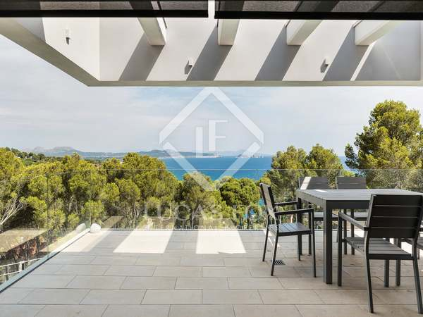 4-bedroom house for sale by the beach in Sa Riera