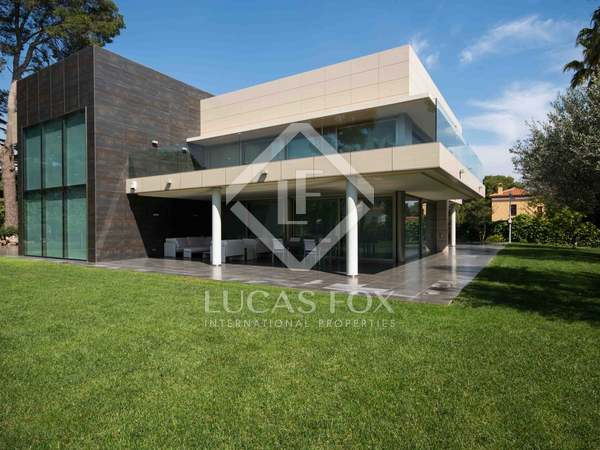 Luxury villa for rent in Godella, Valencia