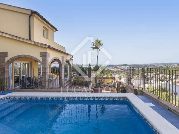 260m² House / Villa for sale in Levantina, Barcelona