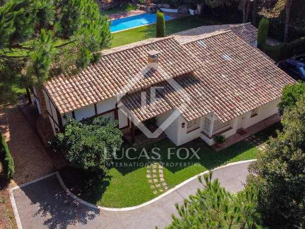 Huis / Villa van 325m² te huur met 1,630m² Tuin in Sant Andreu de Llavaneres