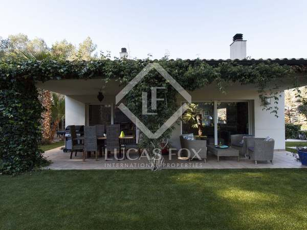 4-bedroom house with garden and pool for sale near Sitges
