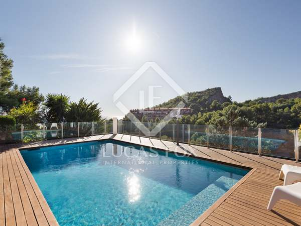 353m² House / Villa with 200m² garden for rent in Garraf