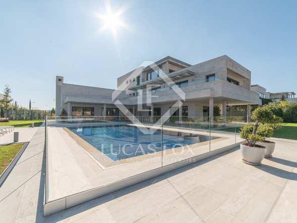 Casa / Villa de 1,129m² en alquiler en Aravaca, Madrid