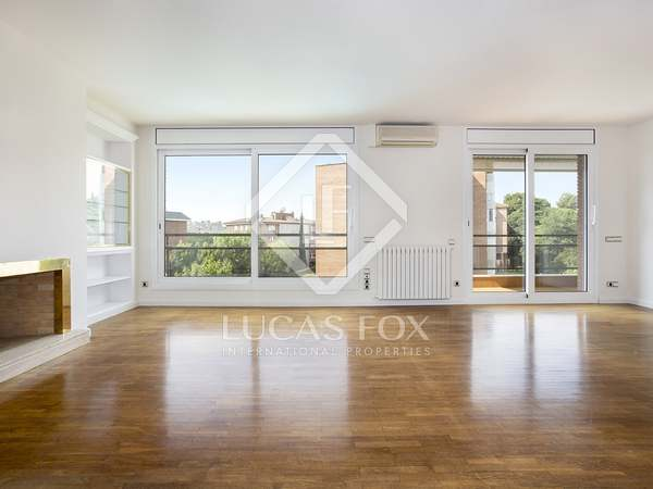 160 m² apartment with 14 m² terrace for rent in Pedralbes
