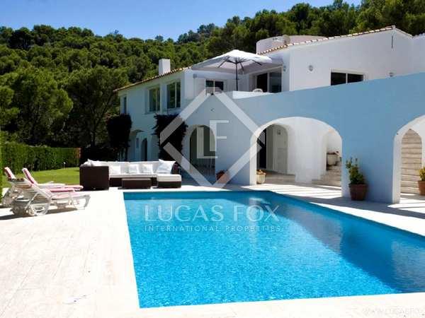 Huis / Villa van 690m² te koop in Sa Riera / Sa Tuna