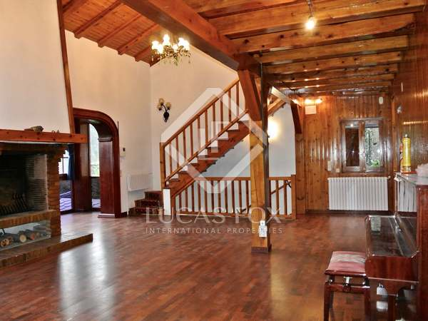 355 m² villa with 320 m² garden for sale in Andorra la Vella