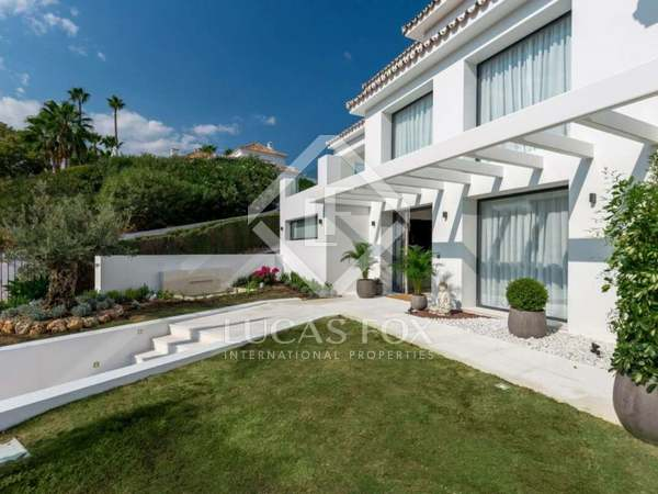 480m² House / Villa with 985m² garden for sale in Nueva Andalucía