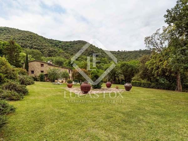 Edificio rústico de piedra en venta en la campiña de Girona
