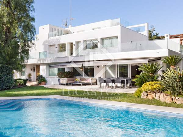 693m² House / Villa with 300m² garden for rent in Esplugues
