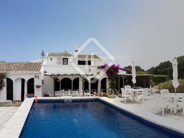 Casa de 280 m² con 6.620 m² de jardín, en venta en Menorca