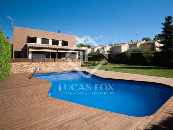 Casa moderna de 4 dormitorios con piscina en venta en Vallromanes
