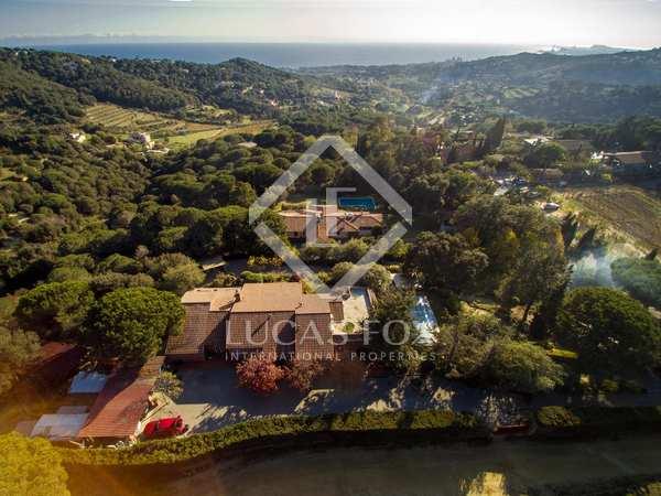 Casa de 4 dormitorios con piscina en venta en Alella