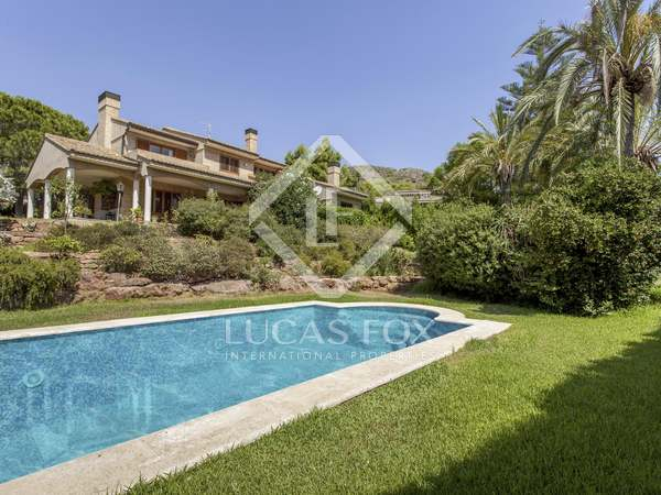 571m² House / Villa for sale in Los Monasterios, Valencia