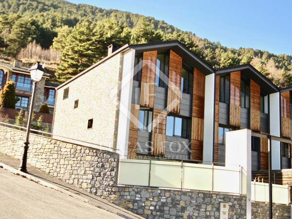 299m² House / Villa with 266m² garden for sale in La Massana