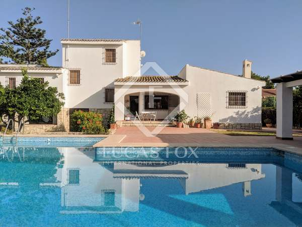 780m² House / Villa with 800m² garden for sale in Playa San Juan