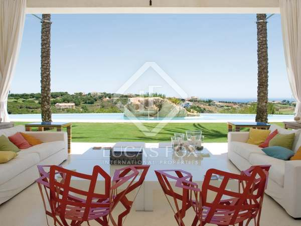 Lujosa villa de ocho dormitorios en venta en Sotogrande Alto