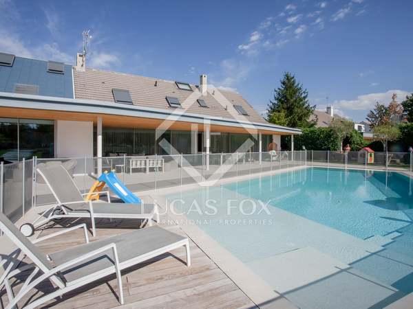439m² Haus / Villa mit 2,000m² garten zum Verkauf in Pozuelo