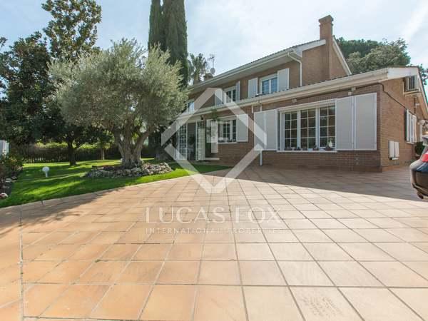Huis / Villa van 400m² te koop in Pozuelo, Madrid