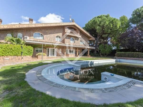 Huis / Villa van 1,031m² te koop in Pozuelo, Madrid