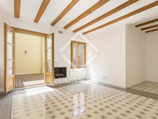 Renovated 4-bedroom apartment for sale in Barcelona Old Town