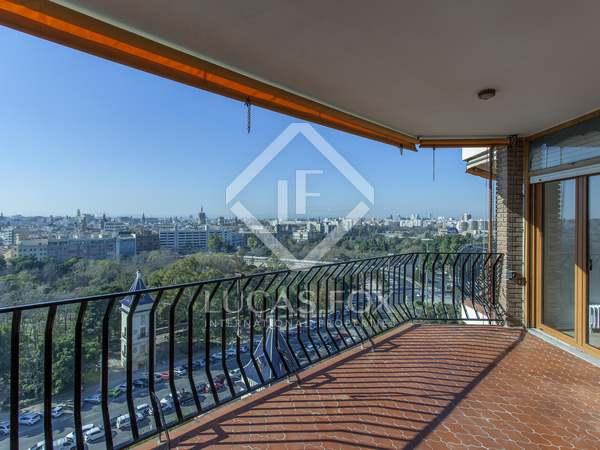Appartamento di 185m² con 15m² terrazza in affitto a El Pla del Real