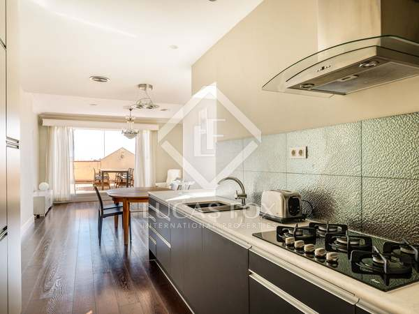 100 m² penthouse with terrace for rent in Eixample Right