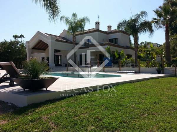 900m² House / Villa with 4,000m² garden for sale in Nueva Andalucía