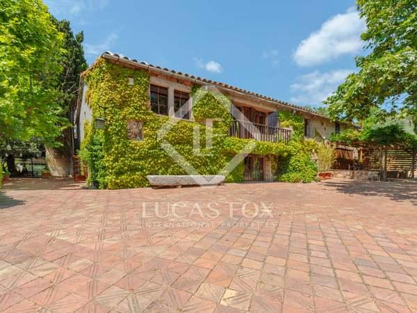 Casa di campagna di 1,209m² in vendita a Baix Emporda