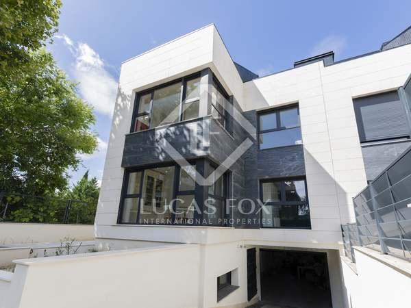 Дом / Вилла 470m² на продажу в Посуэло, Мадрид
