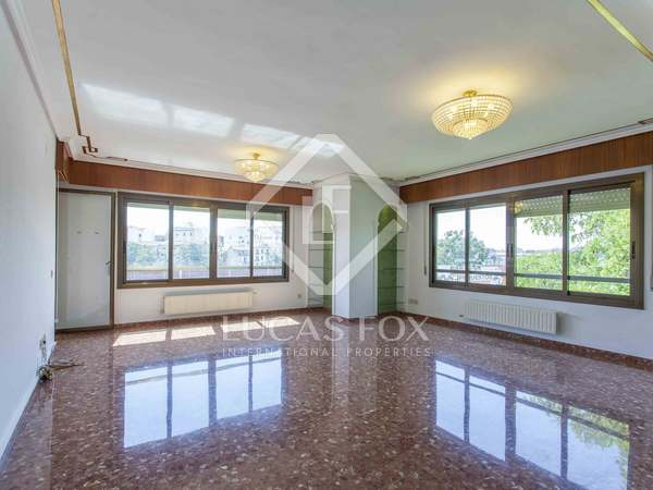 175m² Apartment with 12m² terrace for sale in Extramurs