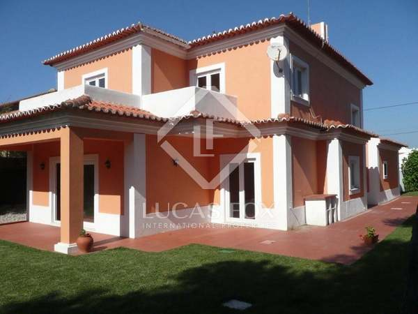 4 Bedroom Detached House For Sale in Areia, Cascais