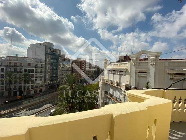 132m² Apartment with 6m² terrace for rent in Ruzafa