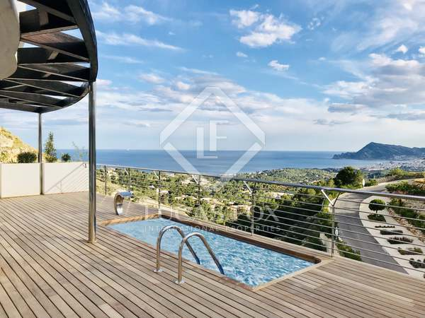 Huis / Villa van 270m² te koop met 80m² terras in Alicante ciudad