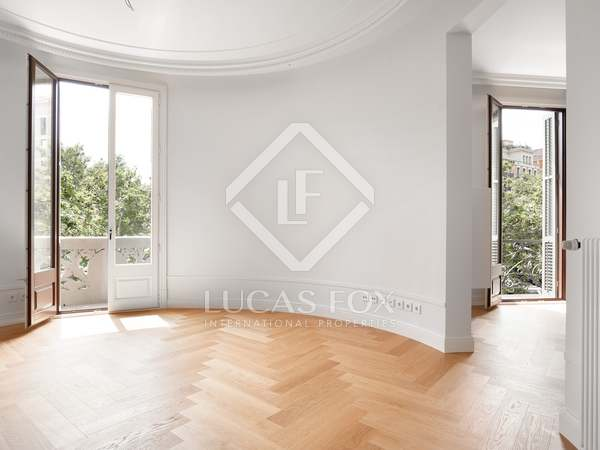 141m² Apartment with 6m² terrace for sale in Eixample Right