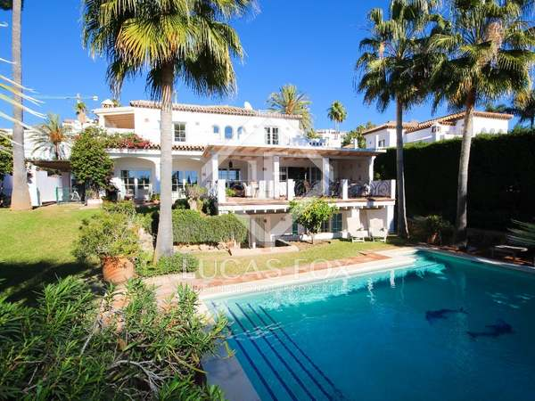 311m² House / Villa with 912m² garden for sale in Nueva Andalucía