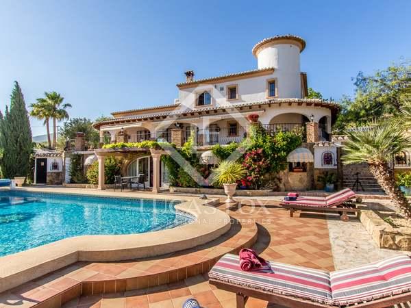 Huis / Villa van 624m² te koop in Jávea, Costa Blanca