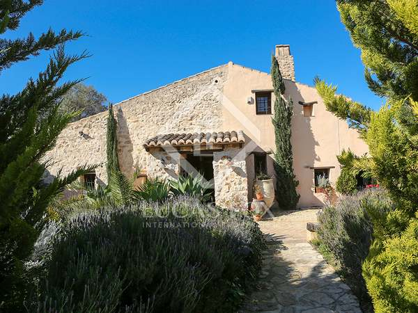 370m² House / Villa with 21,000m² garden for sale in Dénia