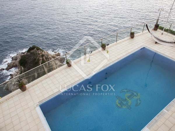 Exclusive first line house to buy in Lloret de Mar