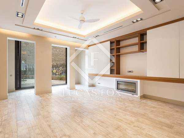 112 m² apartment with 48 m² terrace to rent in Eixample Left